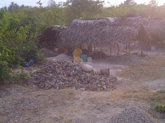 Fumba Beach Lodge: local way of living: breaking stones to sell as construction materials