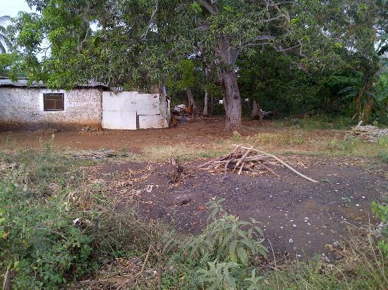 Fumba Beach Lodge: fires to make charcoal