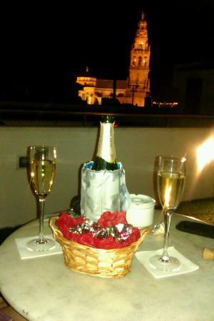 Hospederia del Atalia: Cava y vistas desde la terraza del hotel