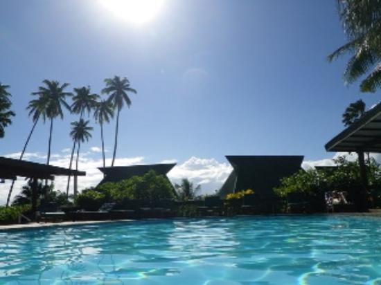 Daku Resort: pool and burres