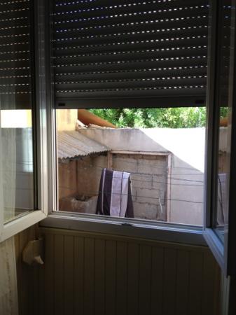 Hotel Parisien : fenêtre chambre avec pervert