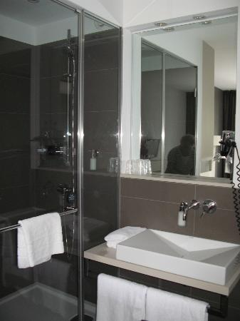 Hotel AMANO: open bathroom