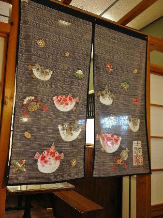 Diamond Sushi: The decor in our booth was very memorable.