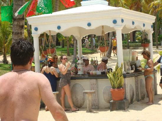 Hotel Riu Palace Mexico Beach Bar
