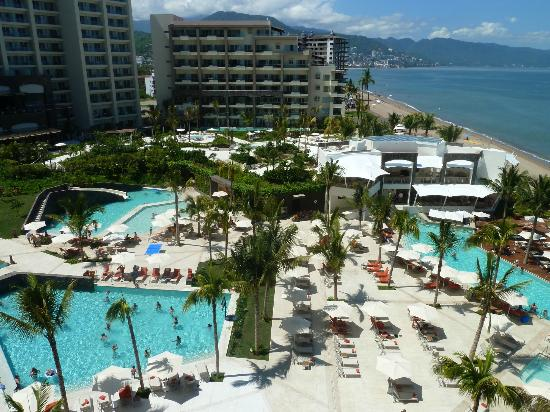 Now Amber Puerto Vallarta: Follow the water aerobics from room balcony (preferred 6th flr)