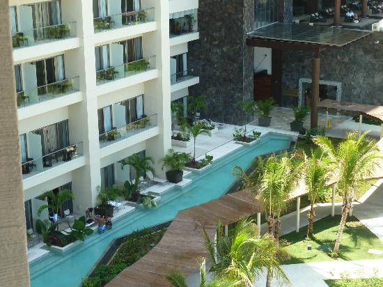 Now Amber Puerto Vallarta: View of swim up pools: the covered walkway is right beside them so no privacy in pool or room