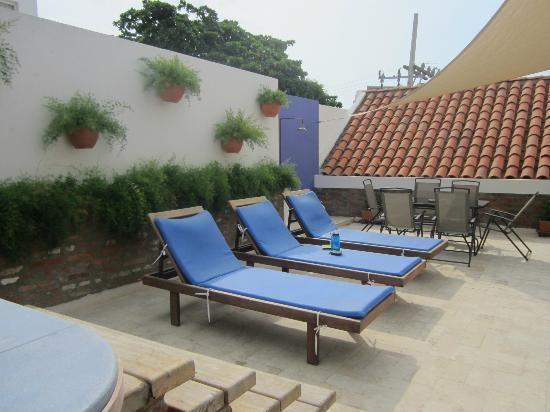 Casa de Isabella - a Kali Hotel: Relaxing area by the pool.