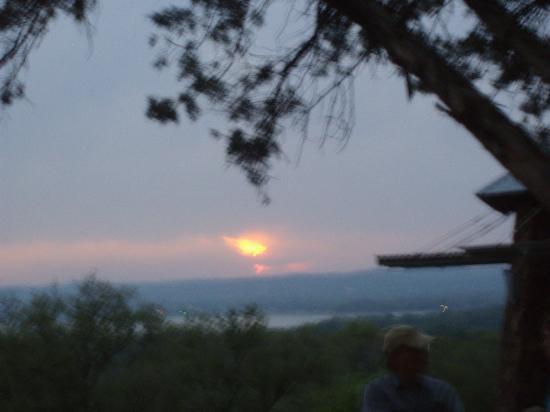 Canyon of the Eagles Resort: veduta lago al tramonto