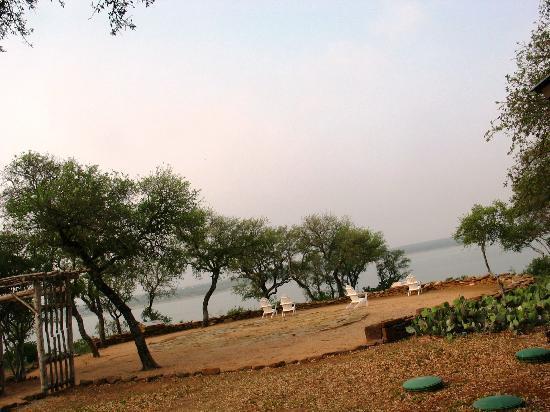 Canyon of the Eagles Resort: veduta lago da giardino albergo texas
