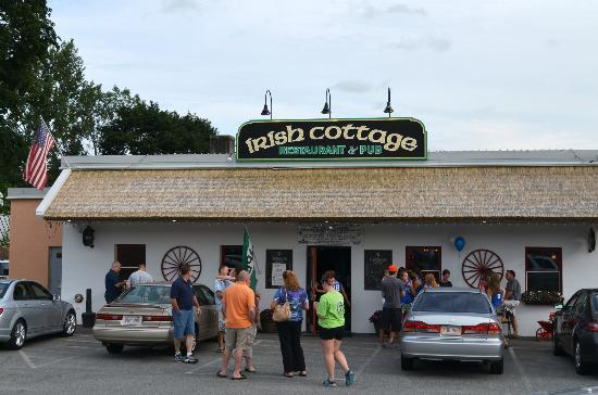 The Irish Cottage Restaurant and Pub: Leaving at 6:15 on a Friday