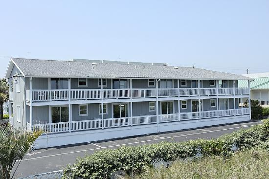 Surfside Lodge Oceanfront: This is one of our three buidlings which has it's own pool