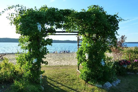 Waterview on The Bay: From garden toward beachfront