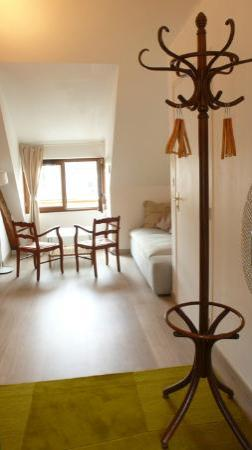 Villa Mons: Large suite - TV no sound