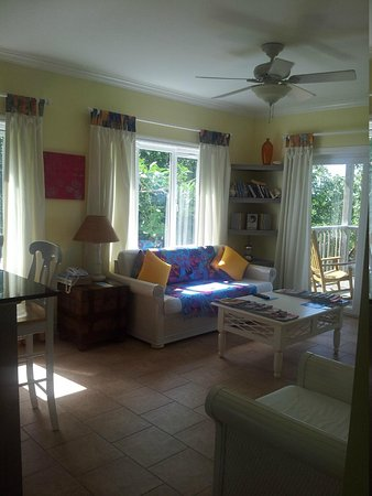 Pineapple Fields Resort: Sitting room