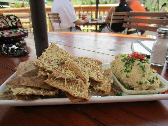 Royal Street Cafe : hummus and pita chips - yummy.
