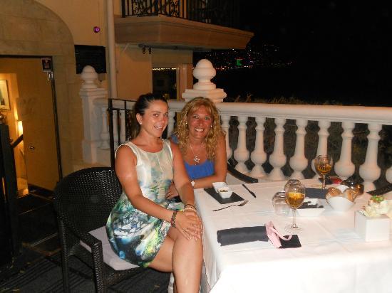 Villa Venecia Hotel Boutique: la directora y la clienta unas bellezas