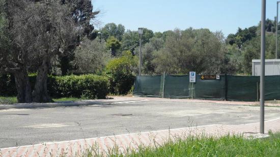 Villa Rosella Resort: indicazioni per l'entrata provvisoria (dal marciapiede)