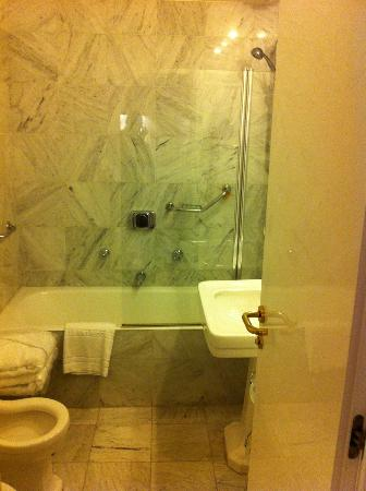 Hotel Albani Firenze: nice bathroom