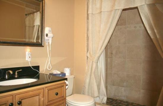 Victorian Village Resort: shower