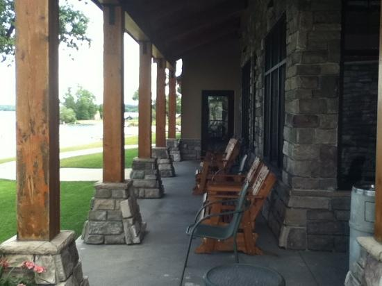 Hampton Inn & Suites Bemidji: porch with view of lake