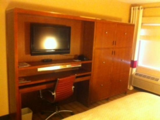 Four Points by Sheraton Winnipeg South: tv