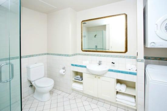 ‪كوست ويلينجتون: Quest Wellington Spacious Bathroom‬