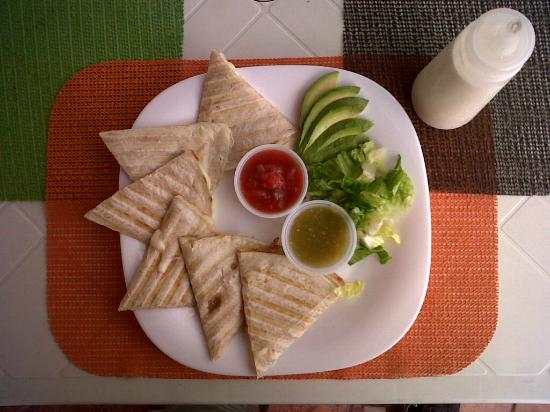 Tesoros Cafe & Curio Shop : Deliciosas quesadillas!
