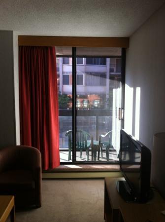 Cartier Place Suite Hotel : living room