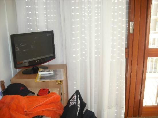 Scacciapensieri Hotel: televisor de la habitacion