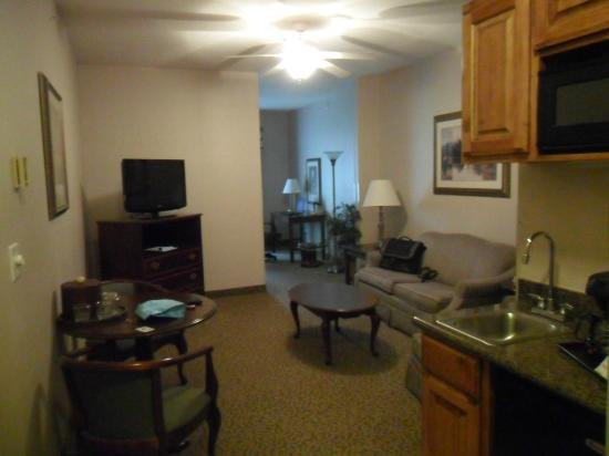Holiday Inn Express Hotel & Suites Jasper: front room part of suite