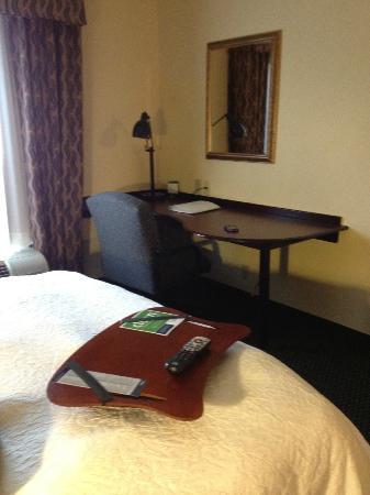 Hampton Inn & Suites Nashville-Smyrna : Large desk