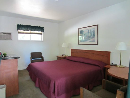 Cedar Lodge Motel: Comfy bed