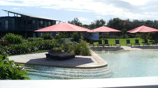 Ramada Resort Diamond Beach: pool