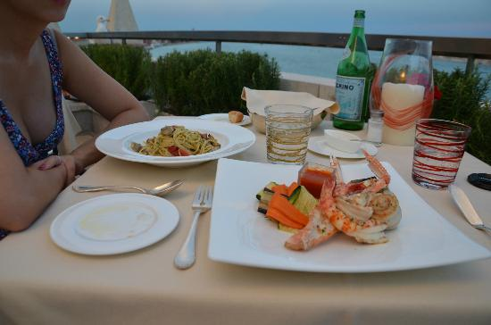 Restaurant Terrazza Danieli : Vongole spaghetti and mixed seafood grill