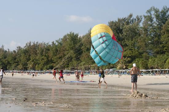 Sugar Palm Grand Hillside: Пляж