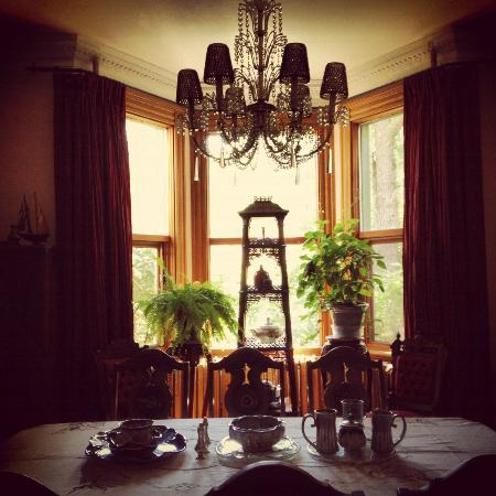 Beechmount Bed and Breakfast: dining in style.
