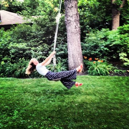 Beechmount Bed and Breakfast: tree swing!