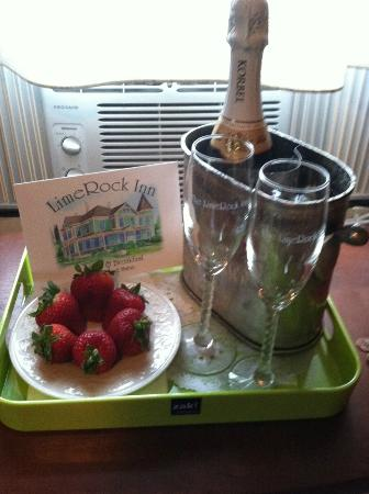 LimeRock Inn: Champagne Surprise!