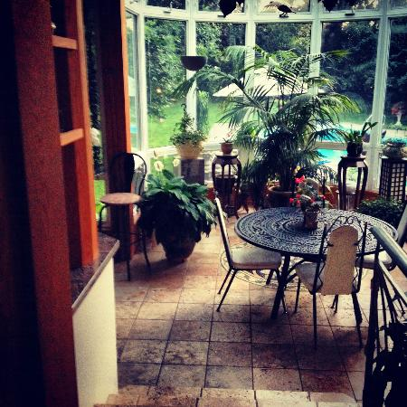 Beechmount Bed and Breakfast: solarium. <3
