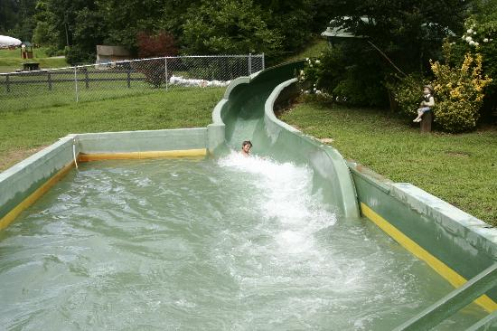 Hidden Creek Camping Resort: View of water slide-- which is fun (boring staff)