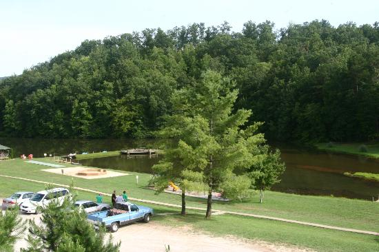 Hidden Creek Camping Resort: View of Mini-Lake and sand play area