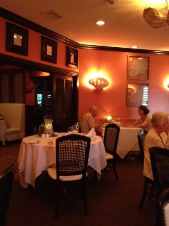 Maison Martinique Restaurant: Lighting and atmosphere compliment the fine food!