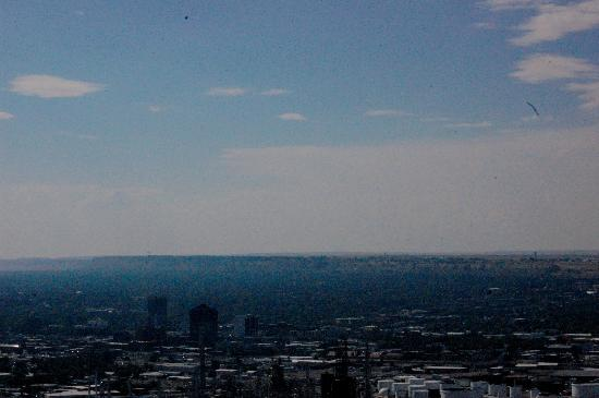 Four Dances Recreation Area : Looking over the city on a 100° day