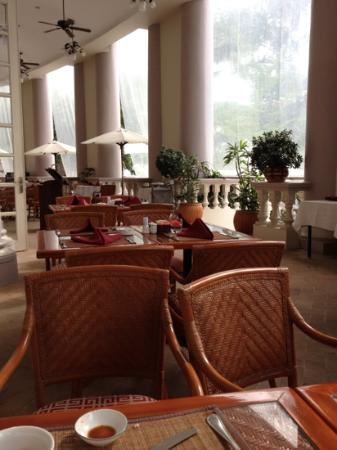 Sunrise Nha Trang Beach Hotel & Spa: 朝食のレストラン 