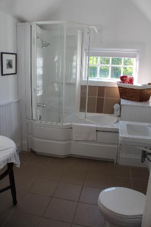 Broadwater Inn: bathroom