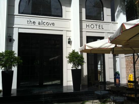 The Alcove Library Hotel: Courtyard