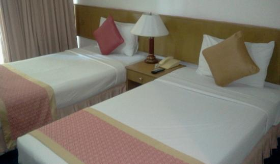 Samran Place Hotel: Bed