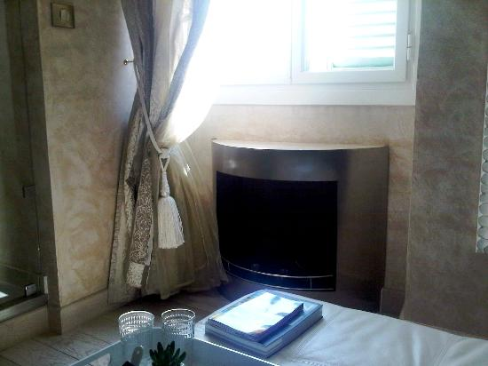 Le Dortoir: Fireplace Kalia suite