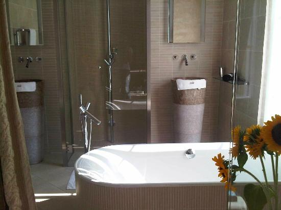Le Dortoir: Bathroom Kalia suite