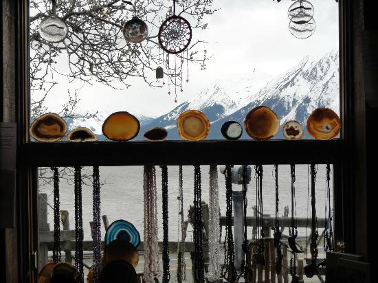Turnagain View Lodge: View looking out from inside Arlene' souvenir shop.